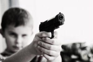 """""""Rybporte"""" du vagys užpuolė šešiolikmetį"""