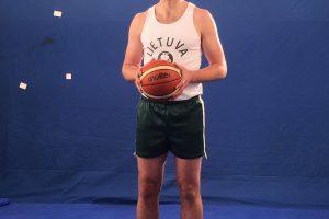 R. Šiškauskas įsispraudė į 1932-ųjų Lietuvos krepšininkų aprangą
