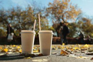 Vienkartinės karštų gėrimų pakuotės – galvosūkis atliekų perdirbėjams