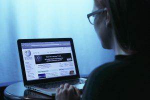 """Rusija kurs savo """"Vikipediją"""" – pagal """"teisingus"""" žinynus"""