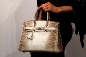 """Deimantais inkrustuota """"Hermes"""" rankinė parduota už 270 tūkst. eurų"""