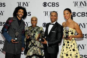 "JAV teatro apdovanojimuose triumfavo hiphopo miuziklas ""Hamiltonas"""