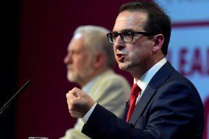 D. Britanijos leiboristai pradeda įtemptus partijos lyderio rinkimus