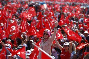 Stambule – masinis mitingas už demokratiją ir vienybę