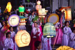 Spalvingas Lotoso žibintų festivalis P. Korėjoje švietė tris dienas