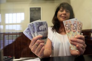 Imigracijos apribojimas JK darbuotojams didelės naudos neduos