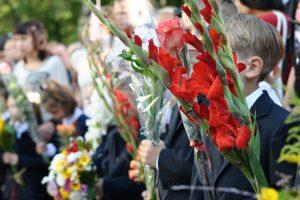 Floristas pataria, kokias gėles rinktis Rugsėjo 1-osios šventei