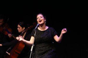 Dainininkė Girmantė su orkestru pristato liaudies dainų ir džiazo projektą