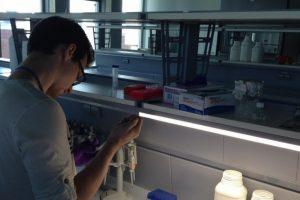 Jaunieji mokslininkai palengvins įgimta liga sergančių vaikų gydymą
