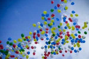 Nelaime pasibaigęs rekordas – 1,5 mln. balionų danguje
