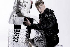 """""""Aš – superhitas"""" nugalėtojas S. Beltė – fotosesijoje su D. Versace modeliu"""