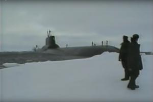 Kaip atominis povandeninis laivas pralaužia ledą ir paleidžia raketą?