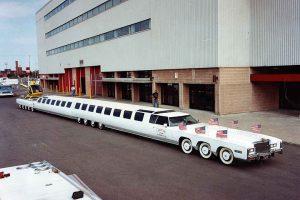 Tikra amerikietiška svajonė – 30 metrų ilgio limuzinas