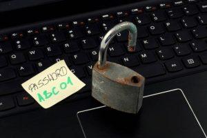 43 proc. vartotojų naudoja vieną slaptažodį skirtingiems prisijungimams