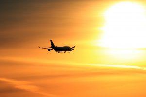 Retėjantis oras keičia skrydžius lėktuvais, o ateityje bus dar blogiau