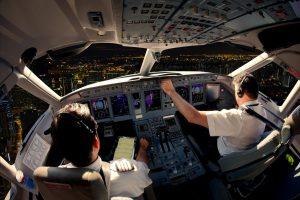 Ar pilotai girdi keleivių plojimus lėktuvui nusileidus ir ką apie juos mano?