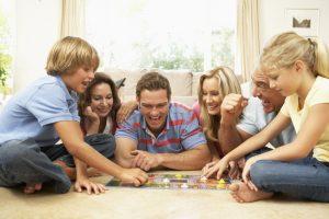 Moterų koziris stalo žaidimuose: kas labiausiai blaško vyrų dėmesį?