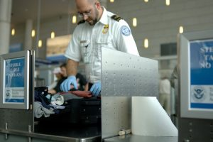 Užmaršių lėktuvų keleivių daiktai – vargstantiesiems