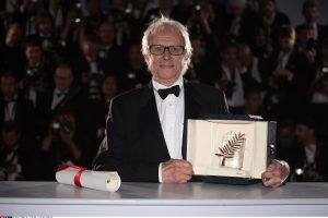 Kanų apdovanojimą laimėjęs K. Loachas užsipuolė ES taupymo politiką