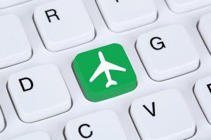 Ką privalu žinoti lėktuvo bilietus perkantiems internetu?