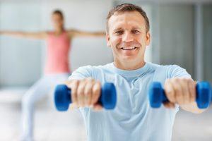 Pradedantiesiems sportuoti patariama nesivaikyti madų