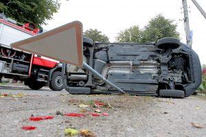 Avarija Žaliakalnyje: automobilis nusileido ant šono