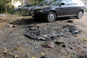 Kaune toliau liepsnoja automobiliai