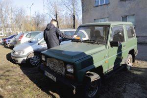 Drausmino apleistų automobilių savininkus