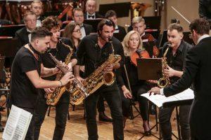 Saksofonų kvartetas su orkestru, arba stiprių emocijų užtaisas