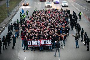 """Skaitytojai: """"Ryto"""" sirgaliai mitinguoja Kaune"""