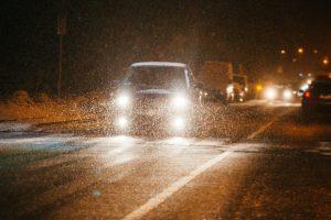 Naktį daug kur lis, ant kelių vietomis susidarys plikledis