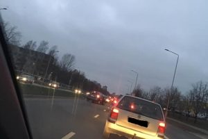 Per avariją Šiaurės prospekte sužalotas BMW vairuotojas