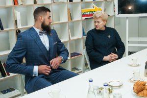 Prezidentė ir J. Valančiūnas atidarys paauglių dienos centrą