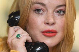 Aktorės L. Lohan pamotė kaltinama mėginusi užgrobti autobusą