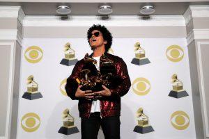 """B. Marsas netikėtai susišlavė pagrindinius """"Grammy"""" apdovanojimus"""