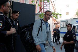 A. Navalnas vos paleistas iš areštinės vėl buvo suimtas