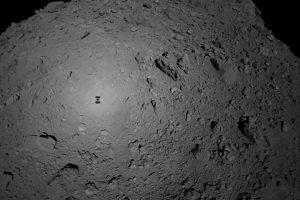 Iš japonų kosminio zondo ant asteroido nusileido stebėjimo prietaisas
