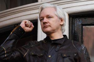 """""""WikiLeaks"""" vadovas J. Assange'as paprašė Britanijos panaikinti jo arešto orderį"""