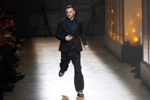 """""""Dior"""" palieka 11 metų dirbęs vyrų mados dizaineris"""