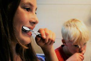 Trečioji pamoka: balinamosios pastos plonina dantų emalį