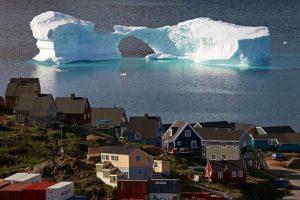 Grenlandija tirpstančius ledynus regi kaip galimybę tapti nepriklausomai