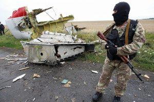 Nyderlandai svarsto paduoti Rusiją į teismą dėl lėktuvo MH17 numušimo