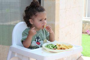 Ar žinote, kiek kalorijų per dieną reikia suvartoti vaikui?