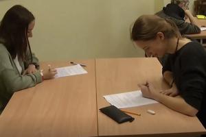 Teismas paliko galioti lietuvių kalbos egzamino tvarką: autorius rinksis abiturientai