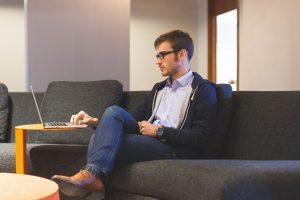 Sėdimas darbas – tiesus kelias į trombozę