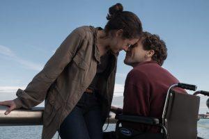 """Dramoje """"Dar stipresnis"""" J. Gyllenhaalui teko vaidinti su kojų protezais"""