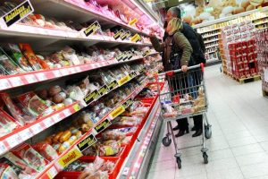 Seimo narys Lenkijoje tyrinėjo pigiausius produktus: ką atrado?