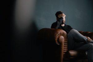 Ilgas sėdėjimas gali išprovokuoti net migreną