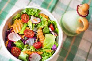 Gydytoja atskleidė, kaip ir kokybiškiausias maistas gali nuodyti organizmą