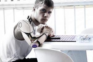 Ekspertas: moksleivius masiškai reikia pradėti mokyti bendrauti su robotais